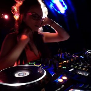 Female DJ Hull
